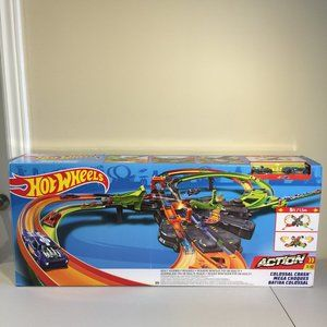 Hot Wheels Colossal Crash Track Set- 5 Feet Wide